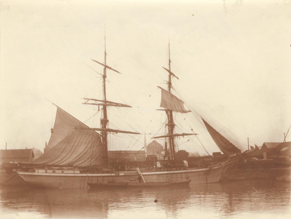 Gerda  av Morlanda 211 tonn, byggd Gefle 1869. Senare Gerda av Pataholm. Foto från Bridgewater april 1905.