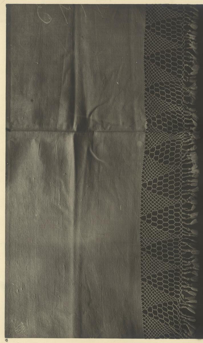 Textil med fransflätning.  Dubblett/kopia av KLH.Z2.0863