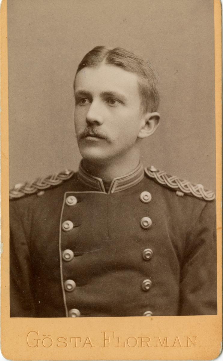 Porträtt av Birger Lindblad, underlöjtnant vid Närkes regemente I 21. se även AMA.0005537.