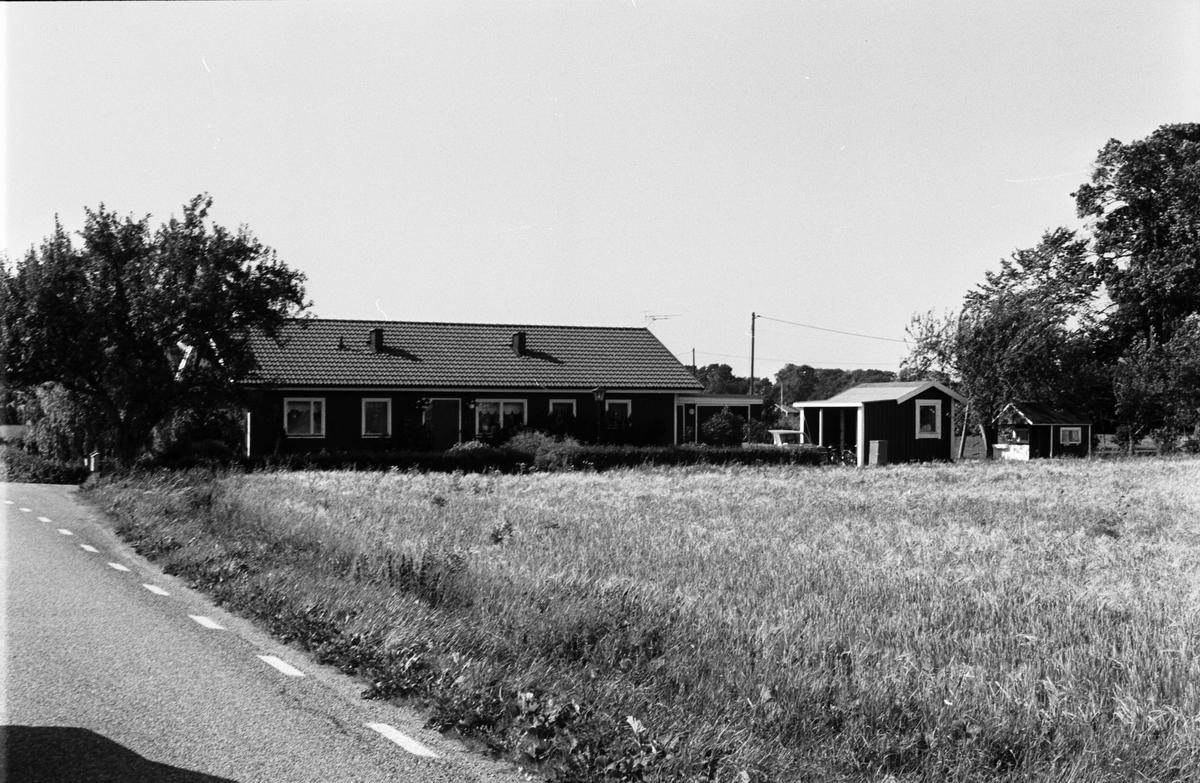 Bostadshus och garage, Skuttunge 4:11, Skuttunge socken, Uppland 1984