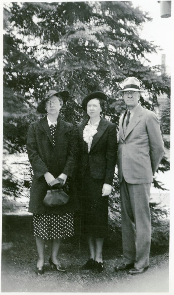 Burt Knatvold med kone og datter avbildet i USA i 1932