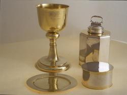 Nattvardskalk i silver för Västmanlands regemente. Tillverkat 1697 och skänkt till regementet av Karl XI.