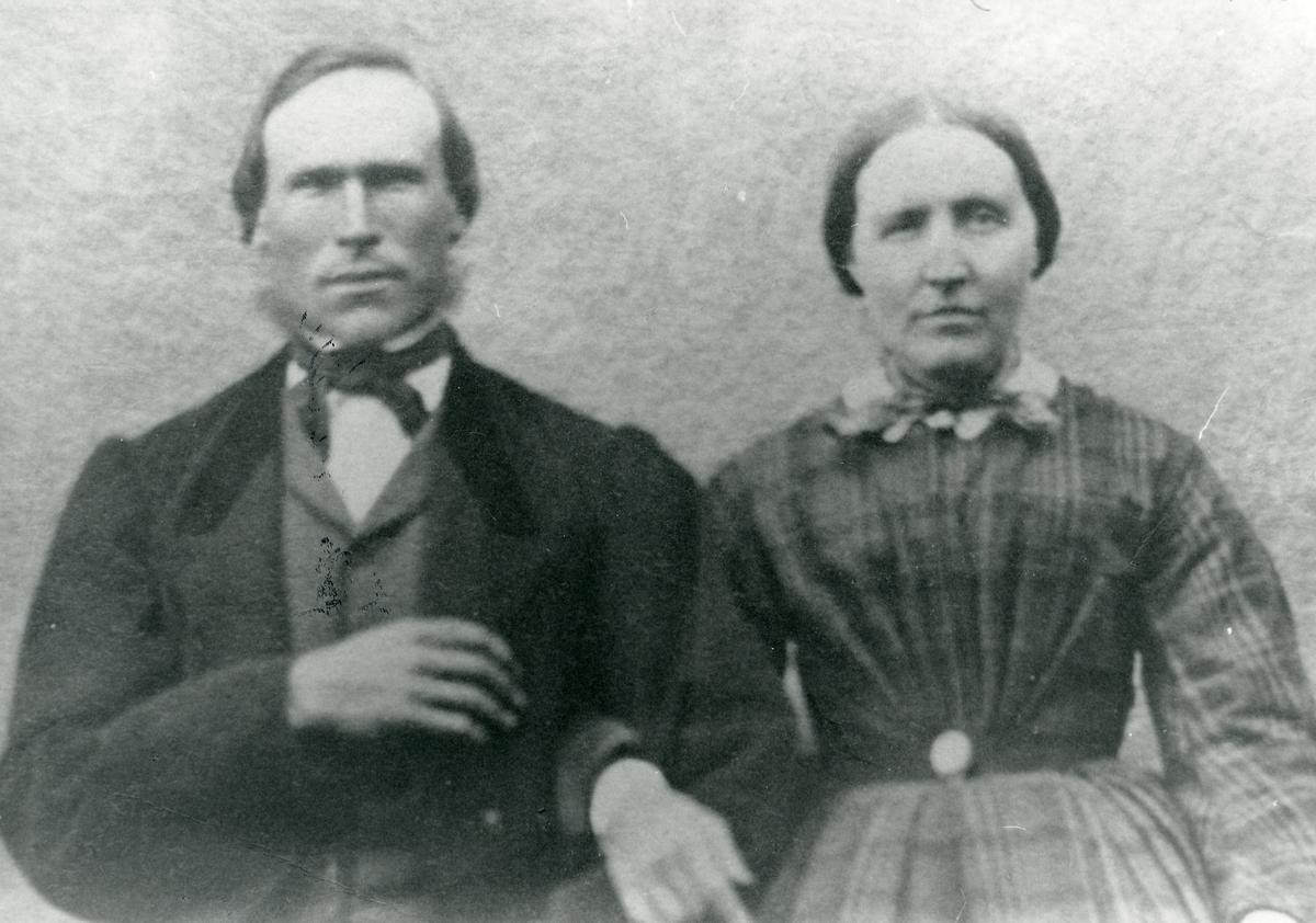 Brudefoto av Ingebjørg og Trond Islandsmoen, 19.juni 1866.