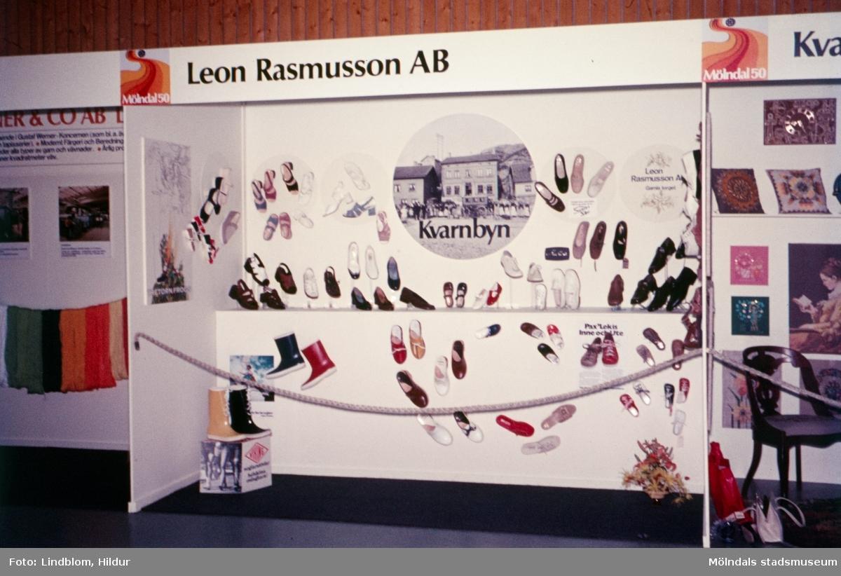 Leon Rasmusson AB:s monter vid en utställning i idrottshuset i Mölndal, 1970-tal.  För mer information om bilden se under tilläggsinformation.