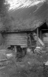Gammelt nedlagt kvernhus på gården Dalsbø, Ytre (vestre) bru