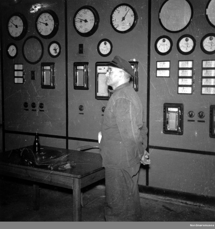 """Aura eller Skar kraftverk? Bilde fra samling """"; APs  Kvinneforening 1960"""";. på busstur, lang serie. Fra Nordmøre Museum sin fotosamling."""