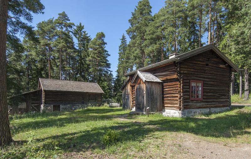 Husmannsplassen Skarderudstua med uthus fra Pershagen