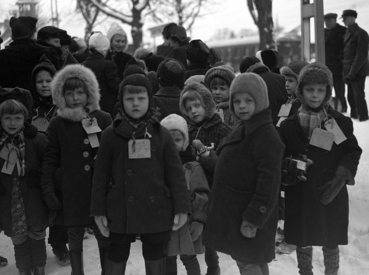 De finländska krigsbarnen skickades från Finland till Sverige under andra världskriget. Under vinterkriget 1939-40 och fortsättningskriget 1941-44 reste 72 000 barn från Finland till Sverige. Denna bild togs i Karlstad 1941.