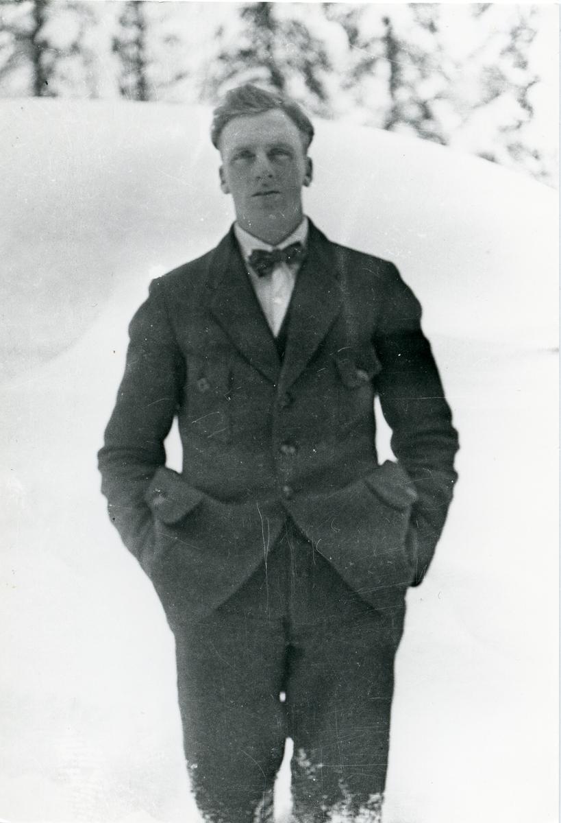 Ungdomsfoto av Johannes Olsen Lien.