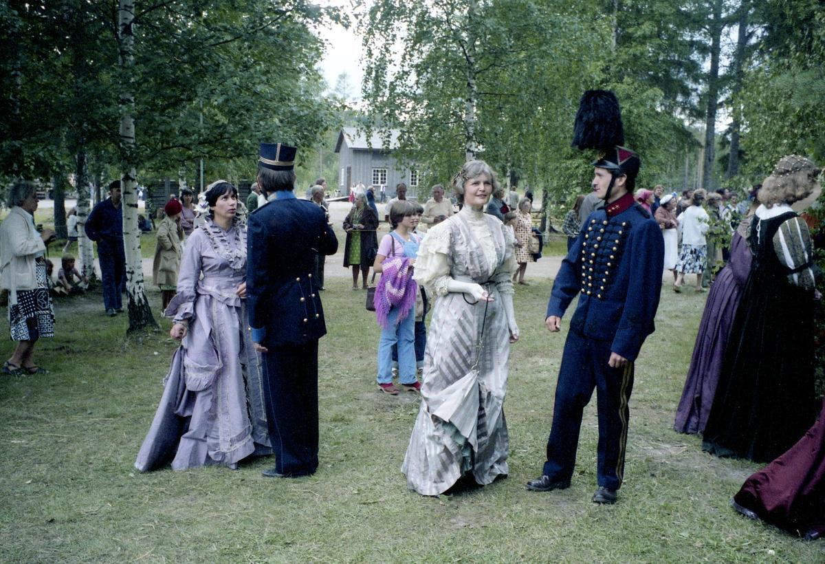 Historisk dräktkavalkad vid 1979-års Gammelvala i Brunskog.