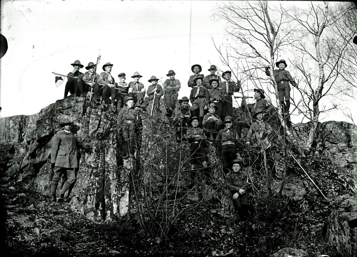 Scoutgrupp på Kanonberget. Fotograf E Sörman.
