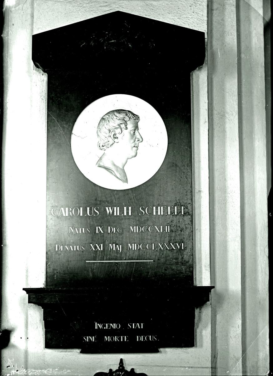 Epitafium i Köpings kyrka. Fotograf okänd.