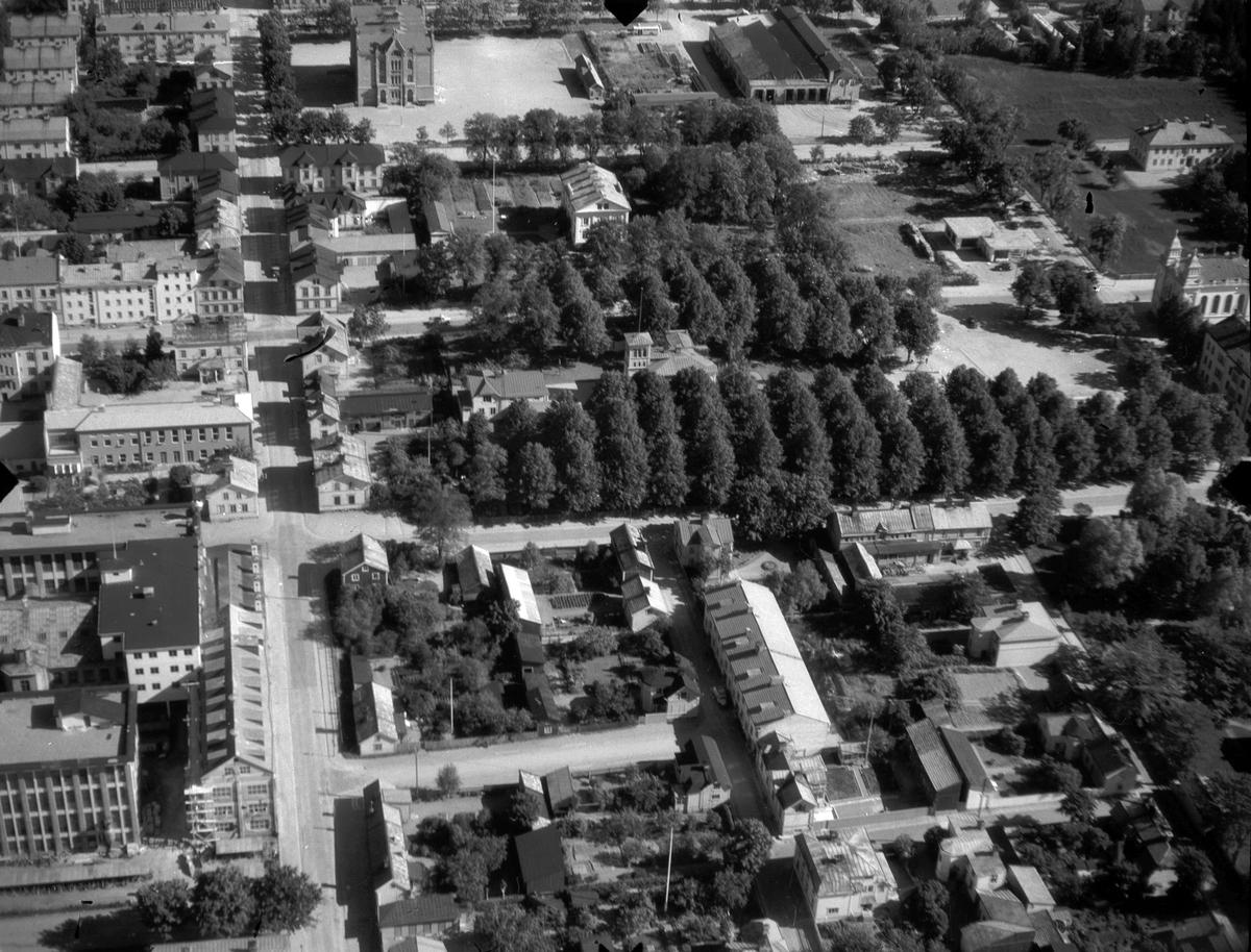 Gävle. På söder med bland annat S:T Petri kyrka, lokstallarna för stadens spårvagnar, Södertulls fattigvård, Gefle Ångväveri och Navigationsskolan.
