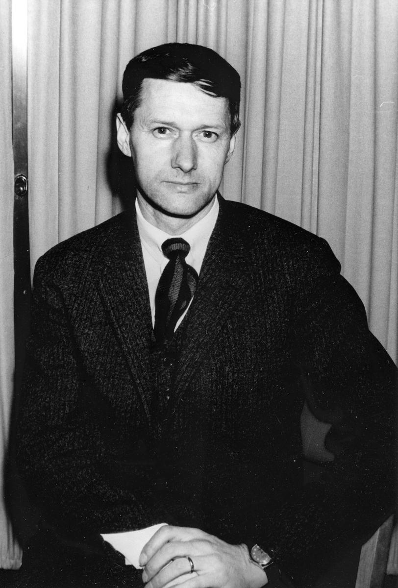 Gävle Bandyklubb, GBK. Åke Nordin. Bilden ingår i ett fotoalbum.