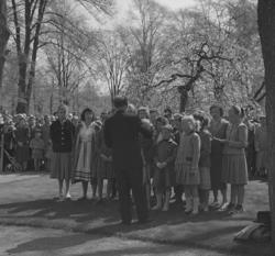 Linnéfestligheterna, 22/5-23/5 1957. En liten sångkör sjung