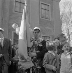 Studenterna, tredje d. 1960. En fanbärare m.fl. vid Esaias