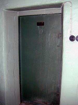 Telefonsentraler. Nødsentralen Åsen, ytterdør (Foto/Photo)