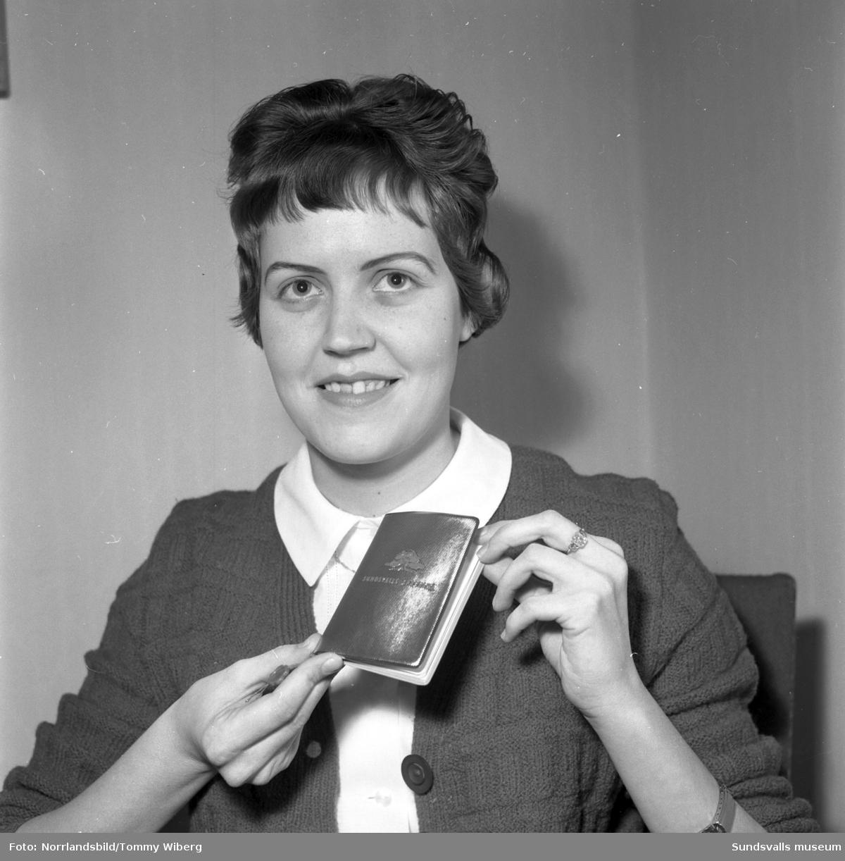 Under sparbanksveckan 1960 presenterade Sparbanken sin nyhet Guldboken, en bankbok tänkt som ett anternativ till presentkort eller kontanter vid bemärkelsedagar eller andra högtidliga tillfällen.