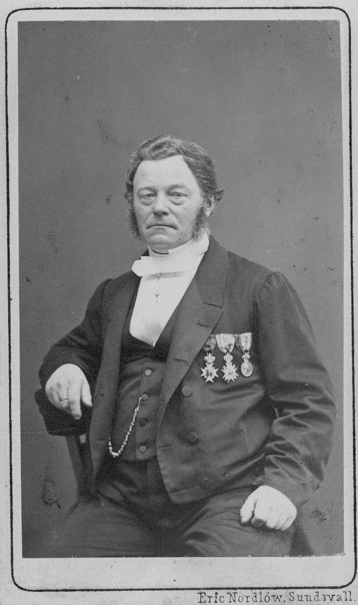 Johan Wilhelm Bergström, f. Sthlm 1812 2/4, d. 14/4 1881. Var entreprenör för vattenledningsarbetet i Gefle. Sv Minnestr. vid Sthlm stads 50 års Jublileum.