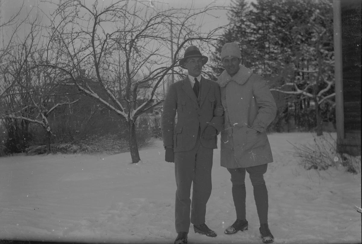 Vinterbild, två män.