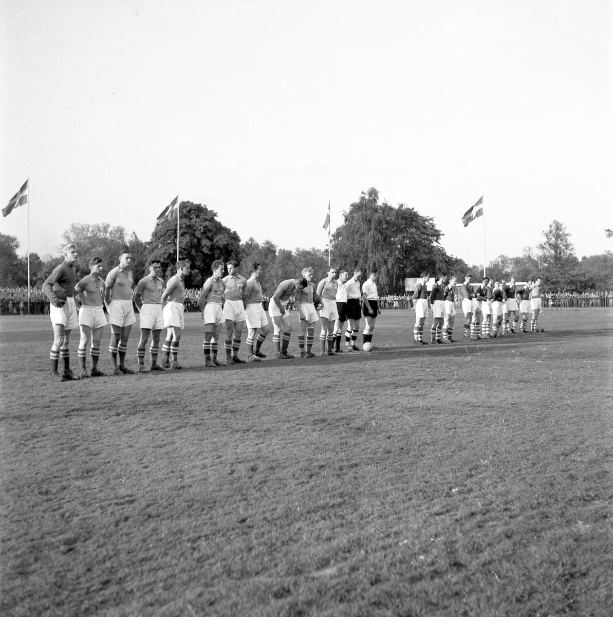 Fotboll på Strömvallen mellan Malmö FF - Gästrikland. 22 juni 1951.