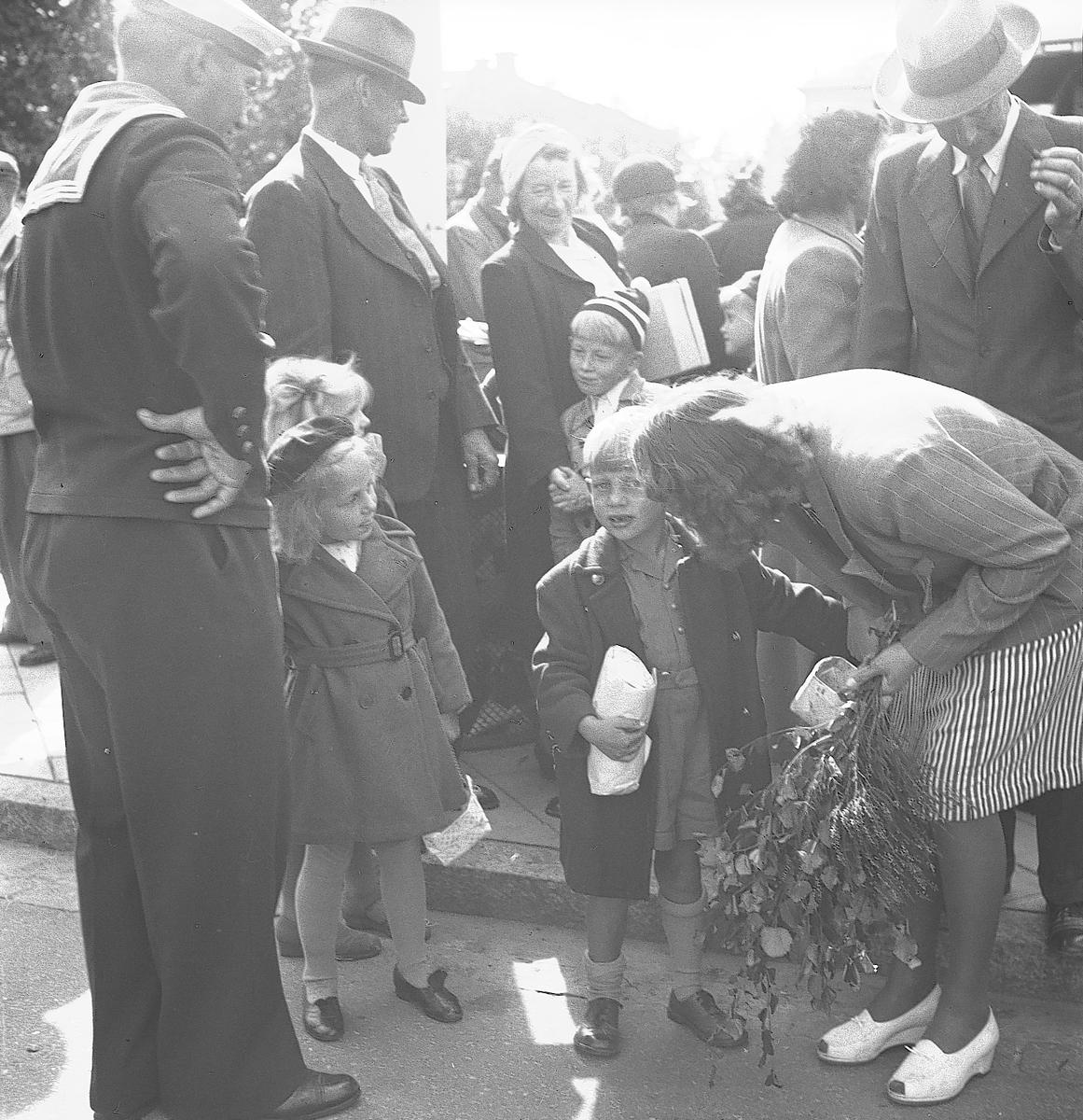 Barn på väg till kolonin i Rörberg. Maj 1944