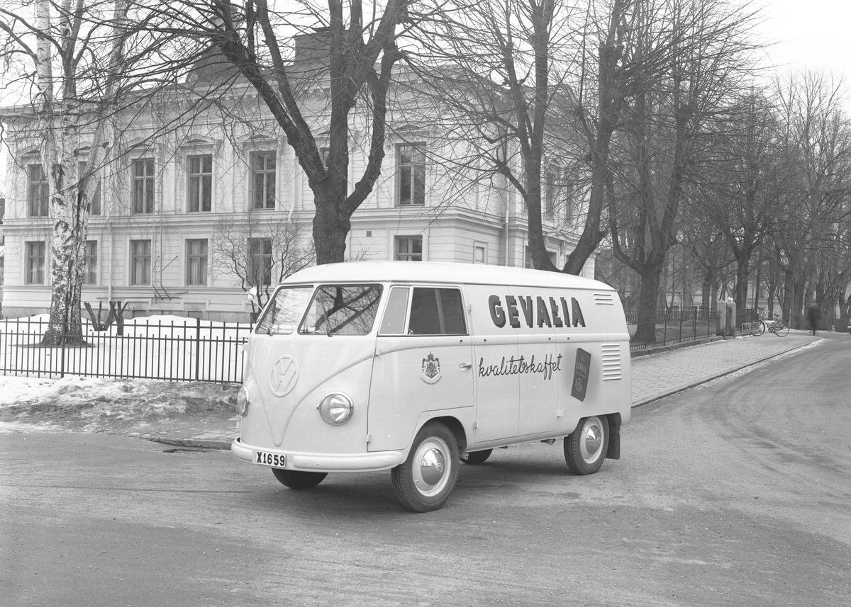"""Den 15 mars 1956. Bil & Buss. Volkswagenbuss """"Gevalia kvalitetskaffe"""""""