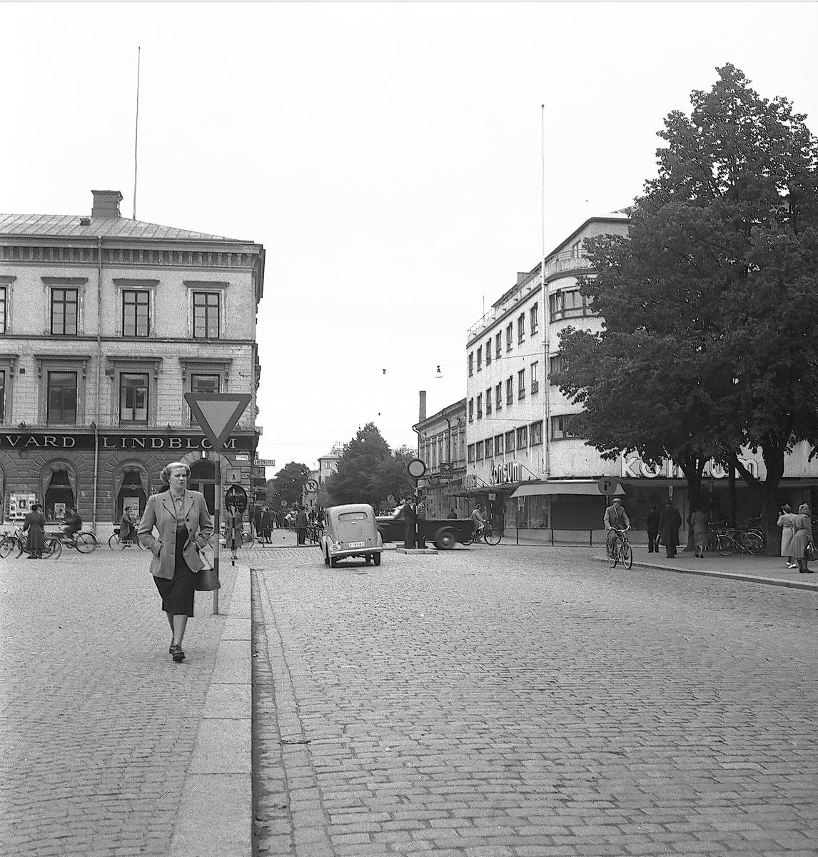 Drottninggatan och Norra Kungsgatan. Rådhustorget.