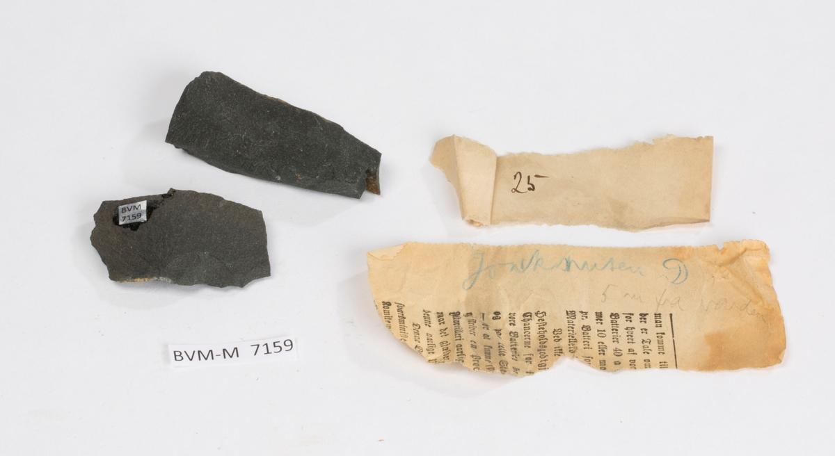 To lapper i eske: 1: 25 2: Jonsknuten D 5 m fra varden