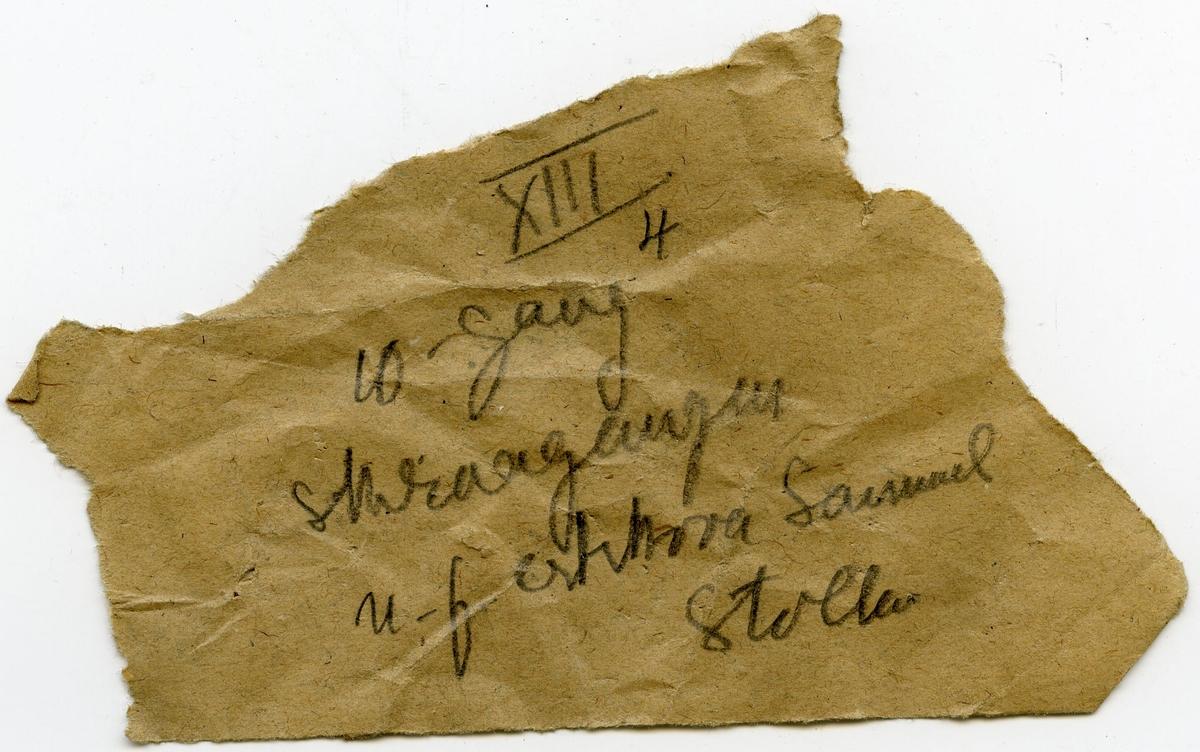 To større og fem mindre prøver  Lapp i eske: XIII 4 10-gang skraagangen n.f. ertskova Samuel Stollen