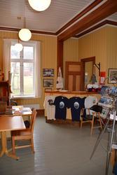 Telegrafstasjoner. Lødingen  utstilligen, butikk og resepsjon (Foto/Photo)