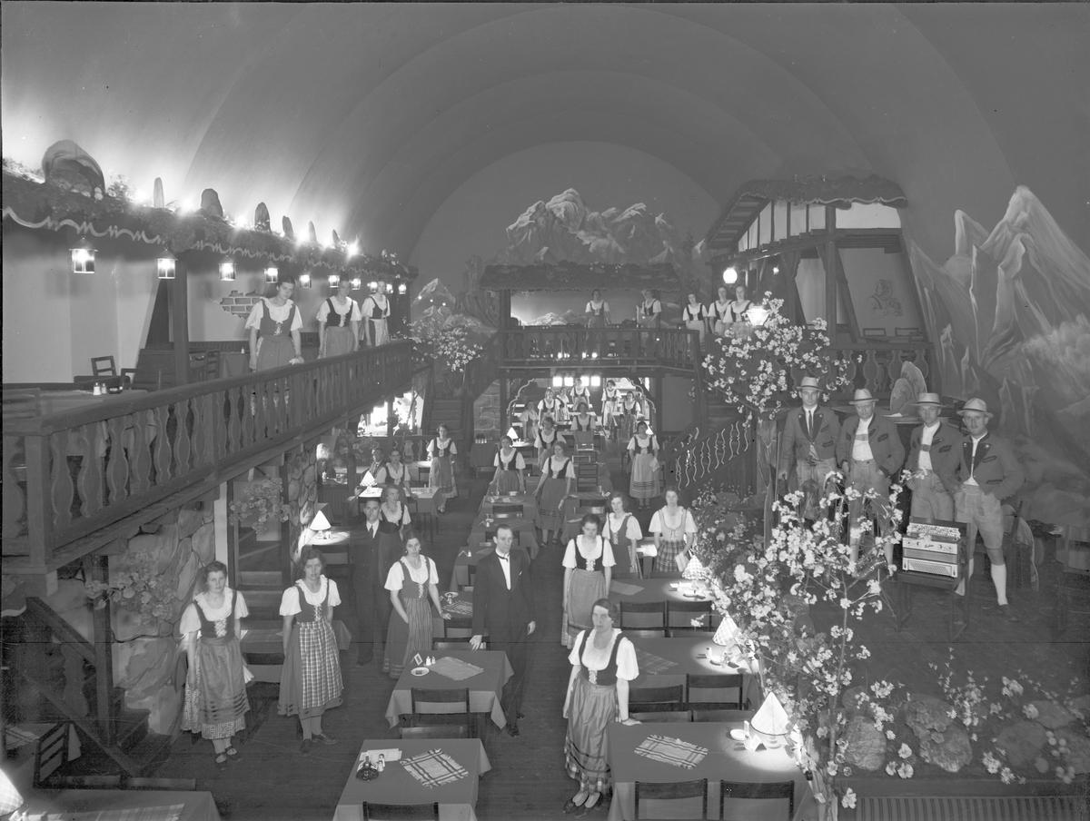 """Furuviksparken invigdes pingstdagen 1936. Restaurang """"Tyrolen"""" . Alldeles till vänster vid entrén. Den 31 maj 1936"""