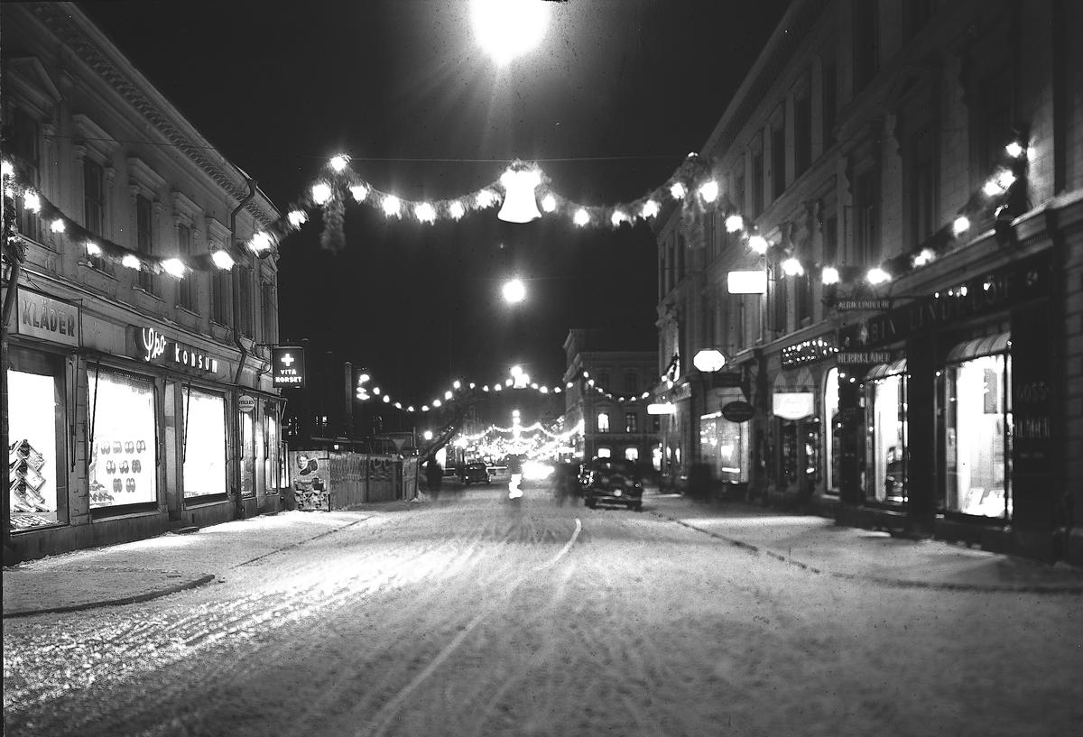 Drottninggatan i belysning  8 december 1937