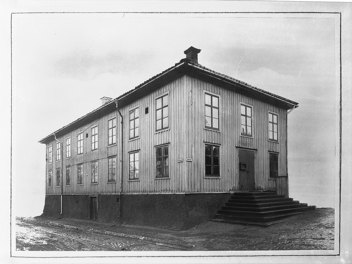 Operahuset. Operahuset ritat av Raphael Pousette, byggdes i två våningar av trä, fick en enkel rektangulär form. Invigdes 1785.
