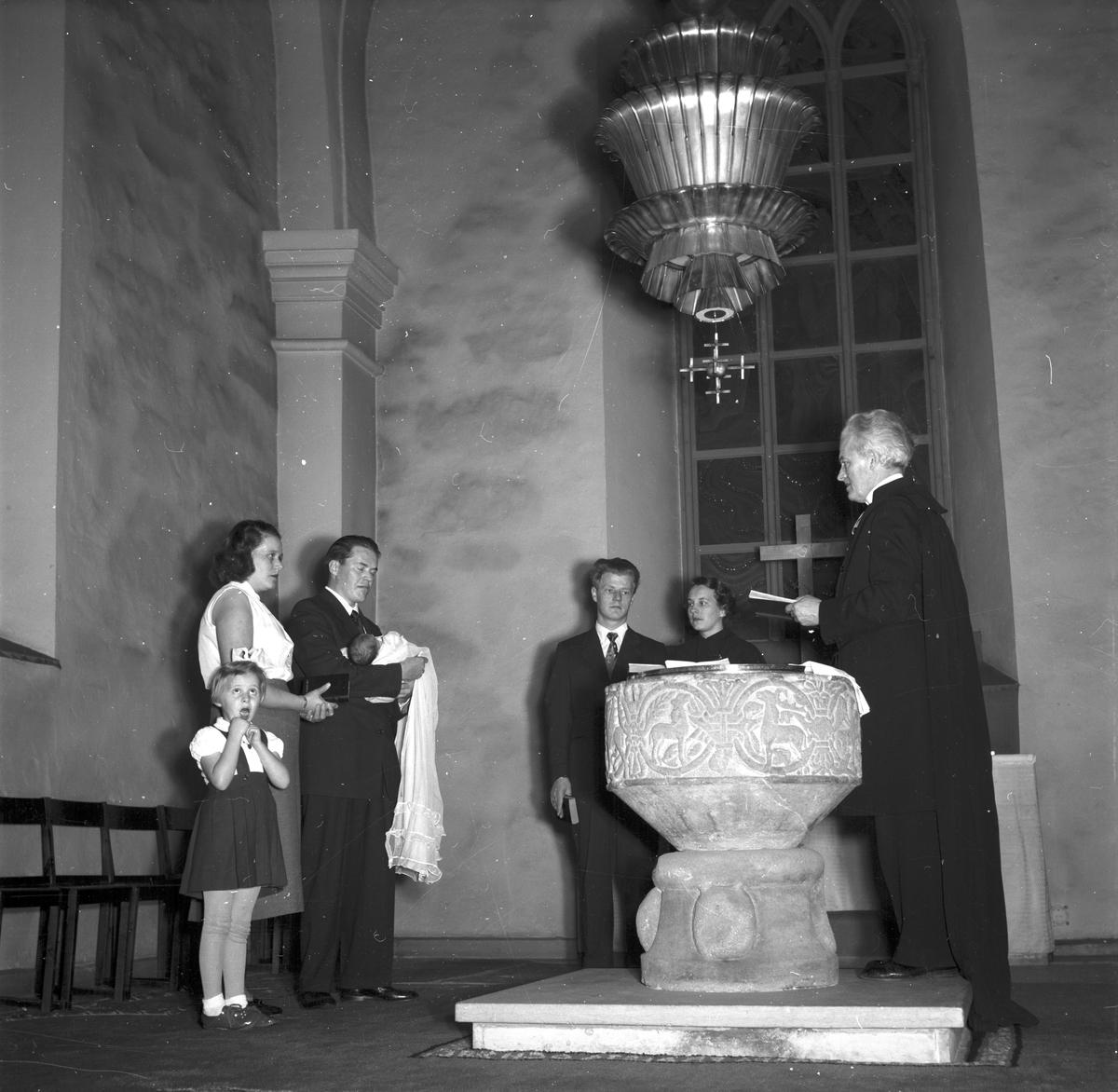 Barndop i Storkyrkan. 1 januari 1955. Rosbäck, Södra Stapeltorgsgatan 22 B, Gävle