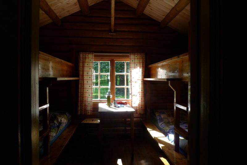 DNT Ringerikes hytte Hovinkoia gjenreist i Slottsparken sommeren 2016.