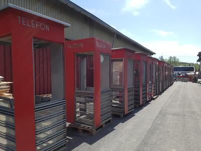 Røde telefonkiosker RIKS på lager (Foto/Photo)