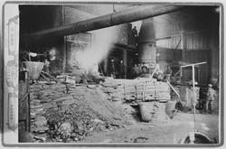 Interiør fra smeltehytta, Malmplassen Røros, ca 1894