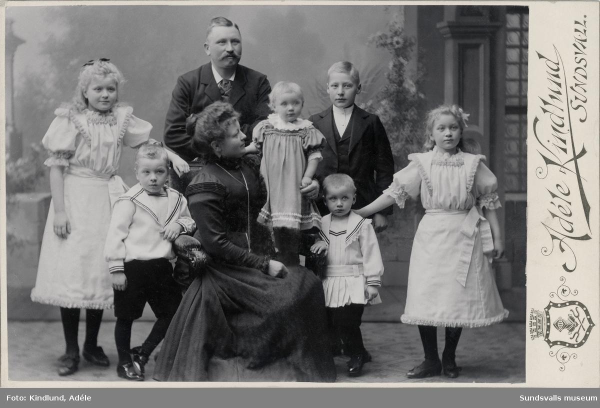 """Bruksägare Erik Laurents med familj, hustru """"Frida"""" Anna Fredrika og Fallén samt de sex barnen (Linnéa, Ebon, Nanny, Erik, Helge och Anna Grete). Laurent kom till Sundsvall strax efter den stora branden, som föreståndare för Ödqvist & Johansson tegelbruk i Högom. 1897 blev han ägare av  AB Erik Laurents tegelbruk.  Han var även ägare till den Björklundska sågen i Sundsvall. Erik Laurent avled i blödande magsår när han var drygt 58 år."""