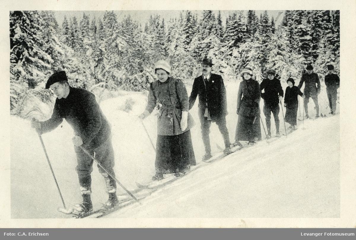Postkort, skiløpere, nyttårshilsen.
