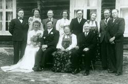 Brudebilde av Gunhild Viljugrein Vøllo og Ola O.Vøllo Sjå b