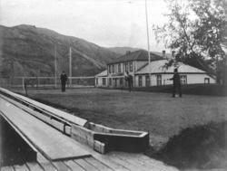 Kåfjord, The House, kjeglebane, tennisbane, 3 personer.
