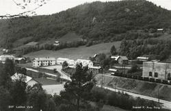 Utsikt mot  fra v. Løfshus gård, gamle folkets hus, folkesko