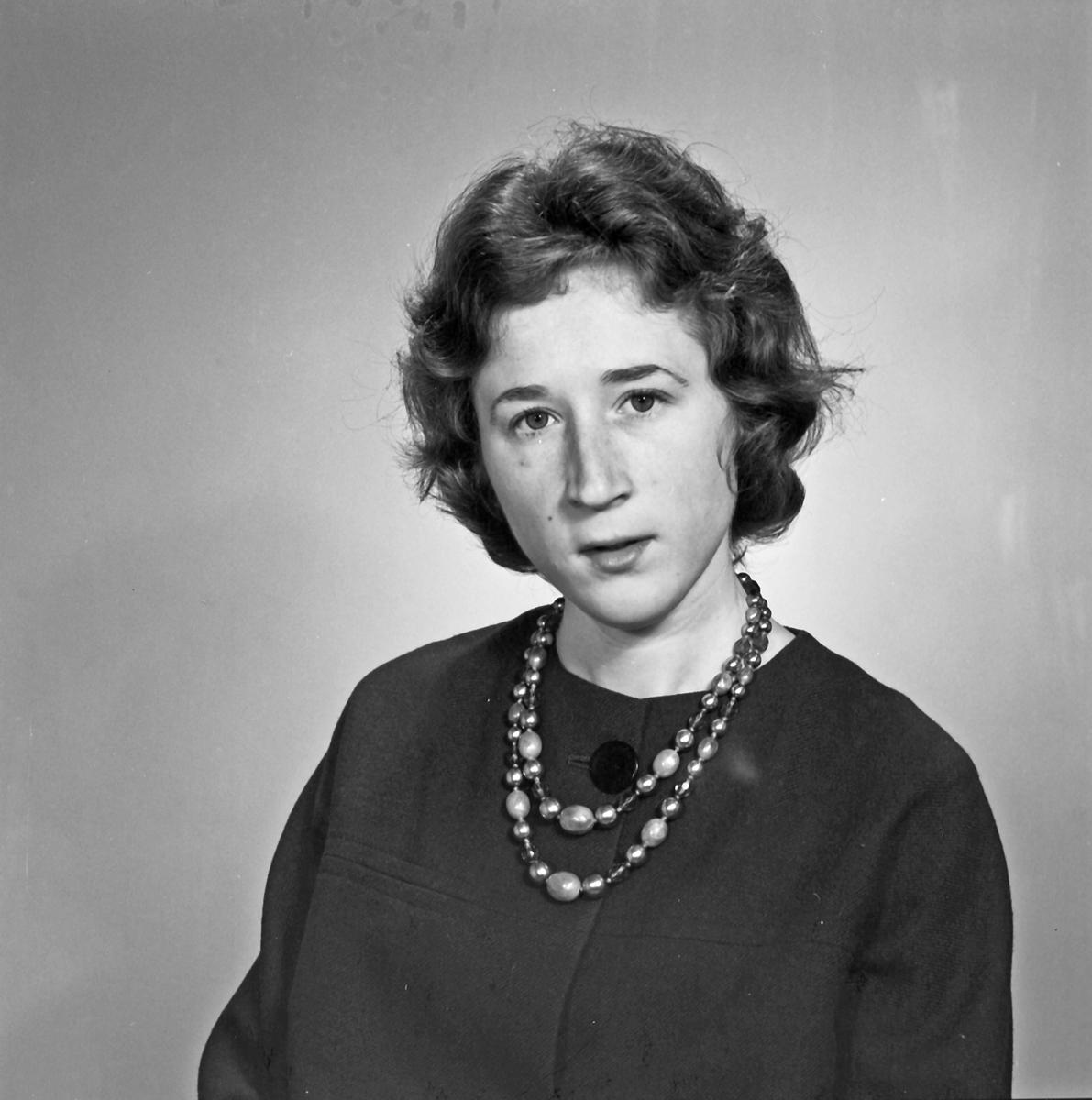 Portrett - ung kvinne - bestiller Bertha Fredsvik