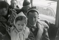 Skihopper Birger Ruud med barn på fanget