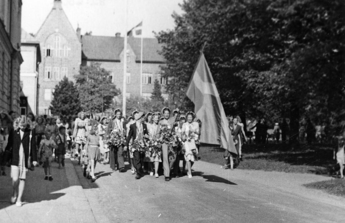 Realexamen, 1940-tal.Tågar från Karlbergsskolan.