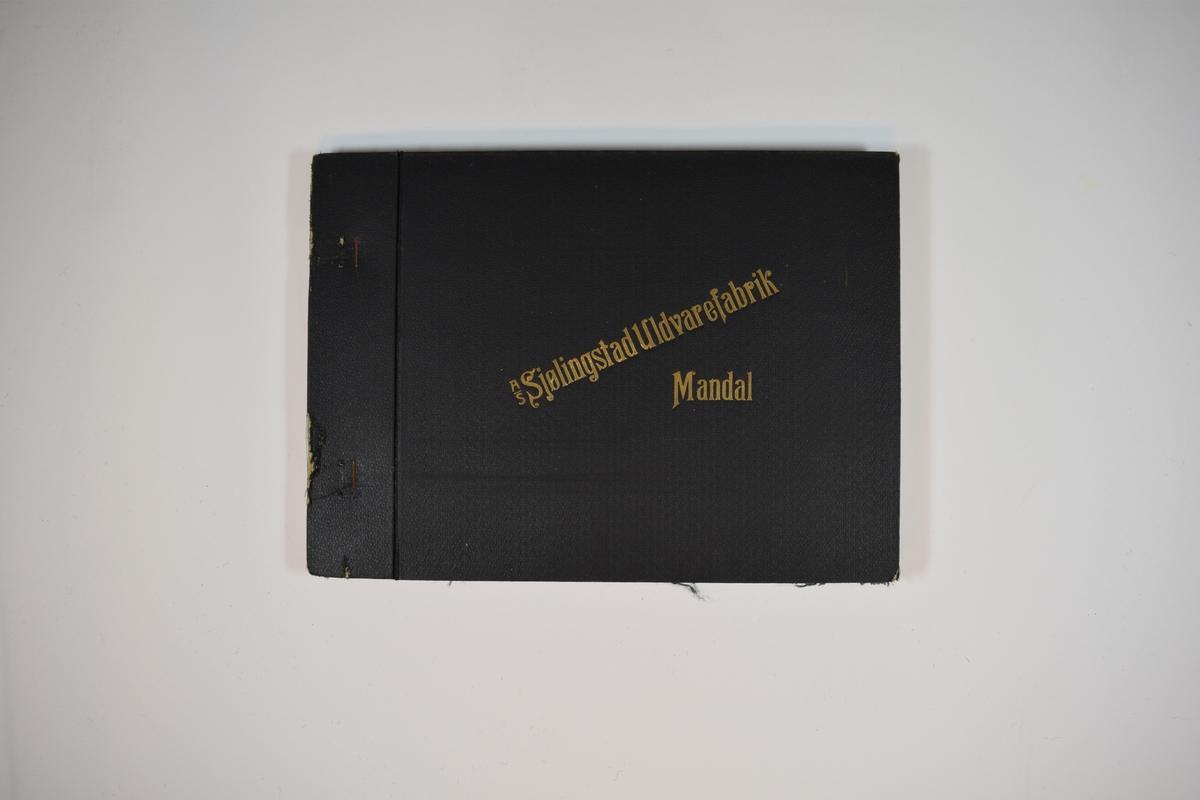 Prøvebok med 3 stoffprøver. Middels tykke stoff med diskret rutemønster. Stoffene ligger brettet dobbelt i boken. Stoffene er merket med en rund papirlapp, festet til stoffet med metallstifter, hvor nummer er påført for hånd. Innskriften på innsiden av forsideomslaget indikerer at alle stoffene har kvaliteten 167B.   Stoff nr.: 167B/31, 167B/32, 167B/33.