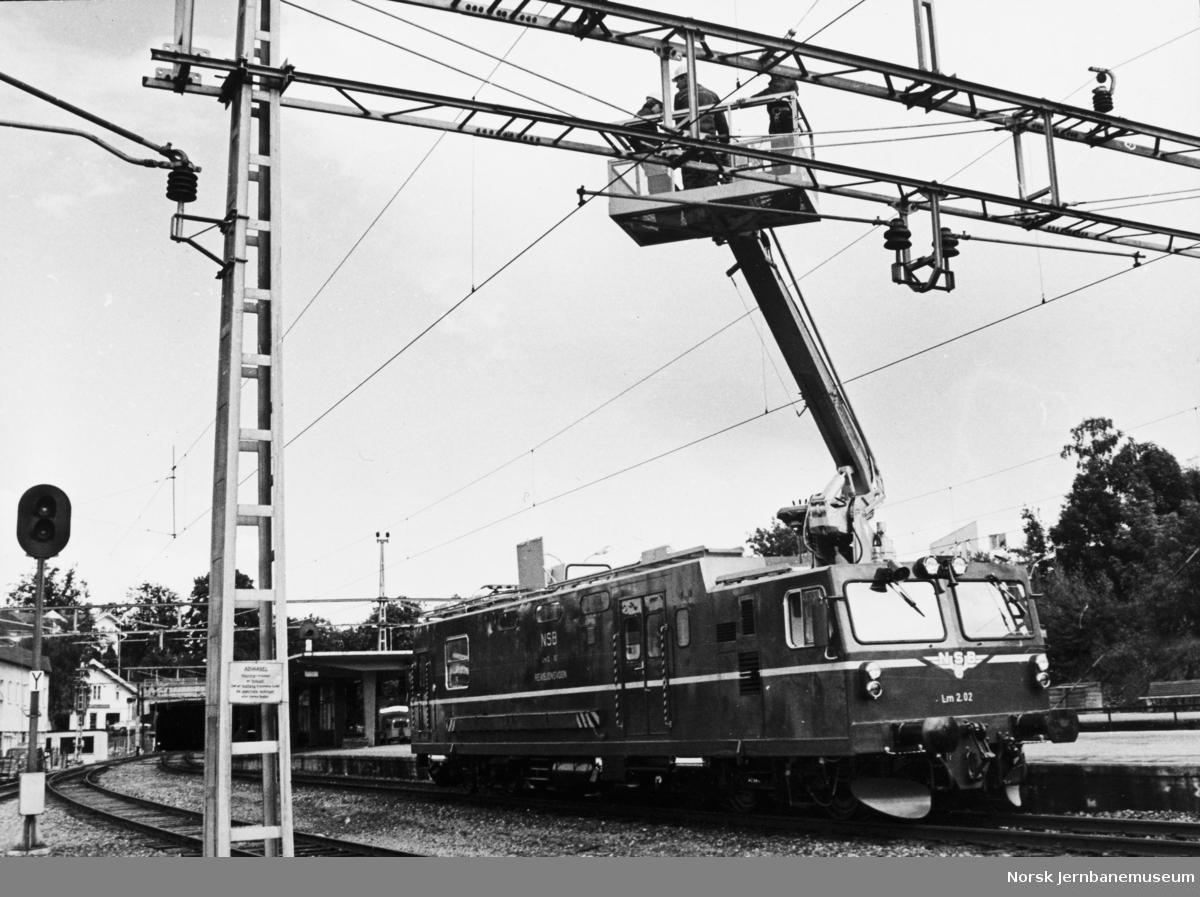 NSBs revisjonsvogn Lm 2.02 på Asker stasjon