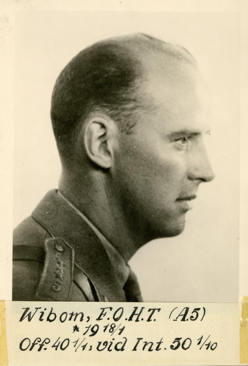 Porträtt av Fredrik Olof Henrik Torsson Wibom, officer vid Norrbottens artillerikår A 5 och Intendenturkåren.