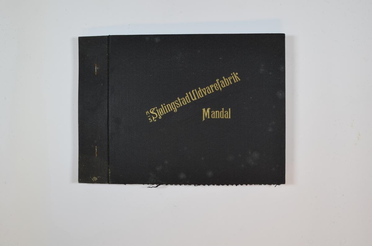 Rektangulær prøvebok med 4 stoffprøver og harde permer. Permene er laget av hard kartong og er trukket med sort tynn tekstil. Boken inneholder middels tykke ensfargede stoff. Noe tovet/valket utseende på forsiden, tydeligere vevmønster på baksiden. Fargene varierer mellom stoffene, men vevmønsteret er det samme. Stoffene ligger brettet dobbelt i boken slik at vranga dekkes. Stoffene er merket med en rund papirlapp, festet til stoffet med metallstifter, hvor nummer er påført for hånd.  Innskriften på innsiden av forsideomslaget viser at alle stoffene har kvalitetsnummer 1942.   Stoff nr.: 1942/10, 1944/11 1942/12, 1942/13.